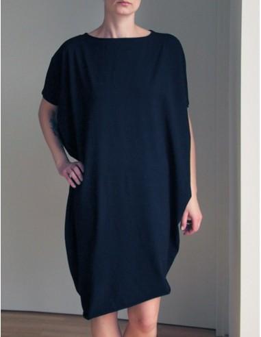 Černé asymetrické šaty s krátkými rukávy