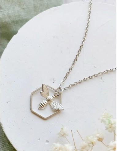 Postříbřený náhrdelník Včelka