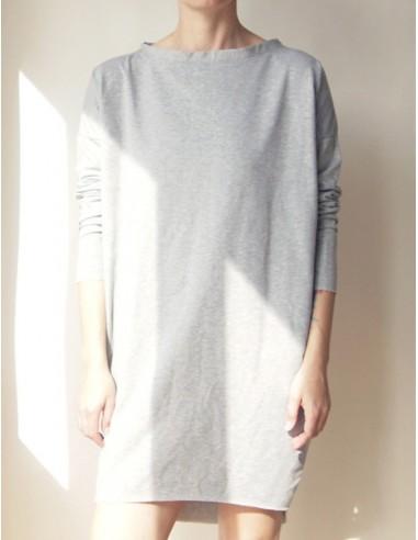 Šedé volné šaty s dlouhými rukávy