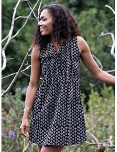 Černé šaty Pintucked away
