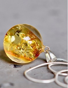 Stříbrný náhrdelník Jantar...