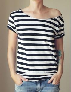 Černobílé pruhované tričko
