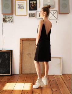 Černé šaty s výstřihem do V
